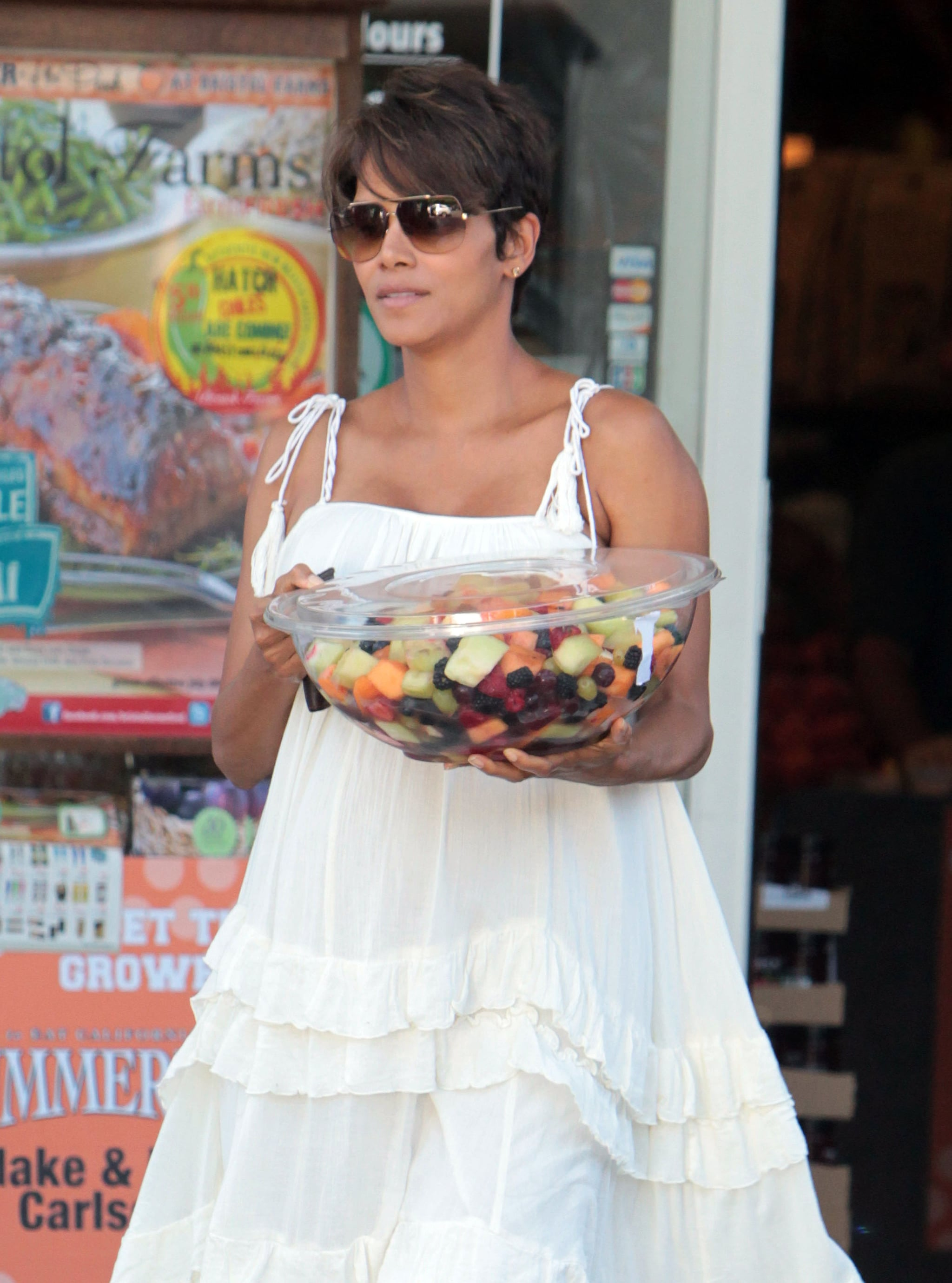 Halle Berry bought a fruit salad from a market in LA.