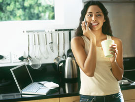 Diet Tip: Keep Phone Chats Out of the Kitchen