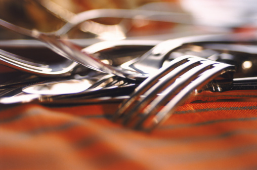 How to Choose the Correct Flatware and Serveware for Your Registry