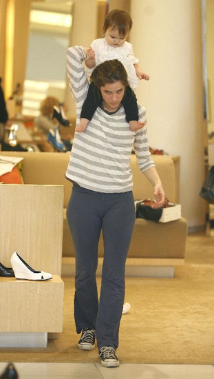 Shoe shopping Amanda Peet and daughter Frances checked out the loot at Barneys.