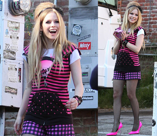 "stimulus complicated by avril lavigne essay 'complicated' changed the definition of cool  it had to be avril lavigne's ""sk8er  boi,"" which went easy on the high notes and  in sixth grade i wrote a persuasive  essay on why you should buy avril's album, then presented."