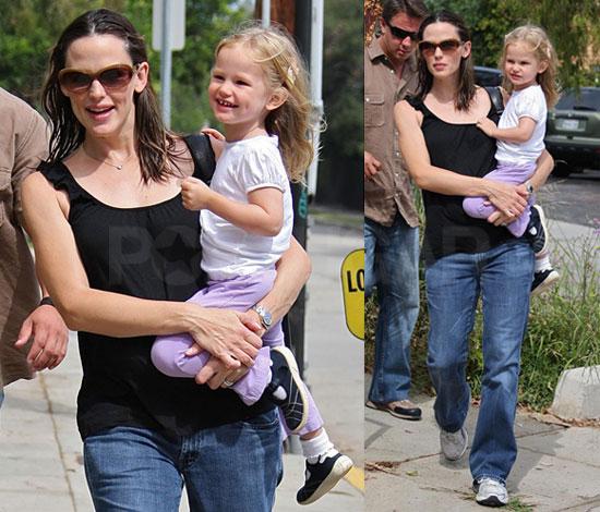 Photos of Pregnant Jennifer Garner Taking Violet To Art Class