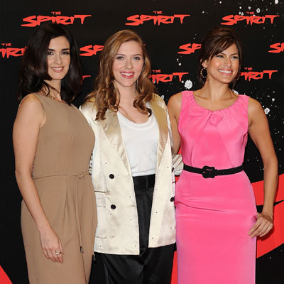 Photo of Scarlett Johansson, Paz Vega, and Eva Mendes at a The Spirit Photo Call in Madrid