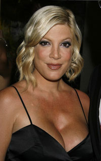 Tori Spelling To Write Another Book