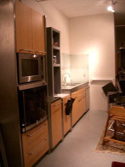 This is a lengthwise picture of our Gaggenau convection oven and Dacor convection microwave. No single kernel is left unpopped.