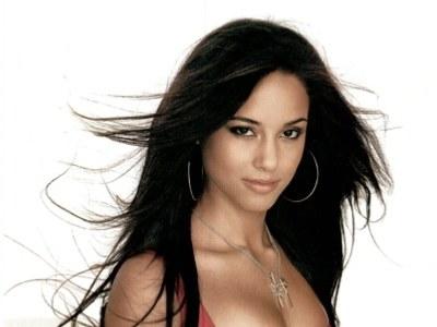 Alicia Keys: 'I Want To Adopt Like Angelina Jolie'