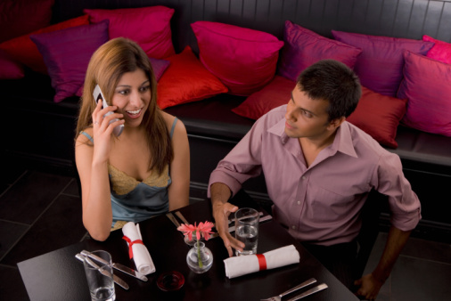 Tech Dating 101: Using Your Phone While on a Date