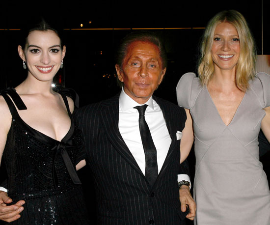 """Photo of Anne Hathaway, Gwyneth Paltrow and Valentino at the West Coast screening of his film """"Valentino: The Last Emperor"""""""