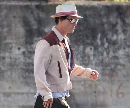 Photo of Johnny Depp on the Set of The Rum Diary in Puerto Rico 2009-04-07 16:00:00