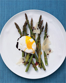Fast & Easy Dinner: Roasted Asparagus and Eggs