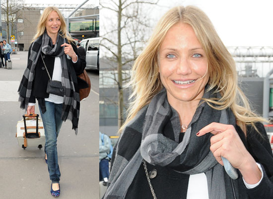 Photos of Cameron Diaz at Heathrow Airport 2009-03-29 23:00:00