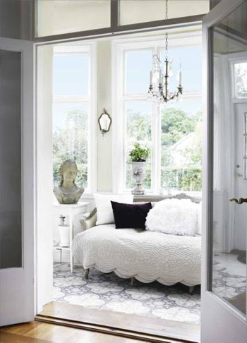 Get the Look: A Sunroom Bathed in White