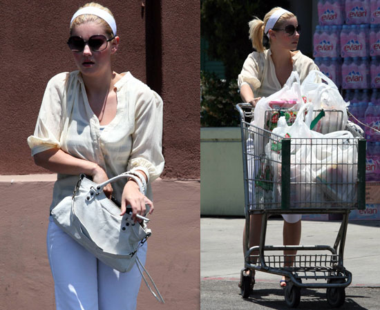 Elisha Cuthbert About To Be Kidnapped
