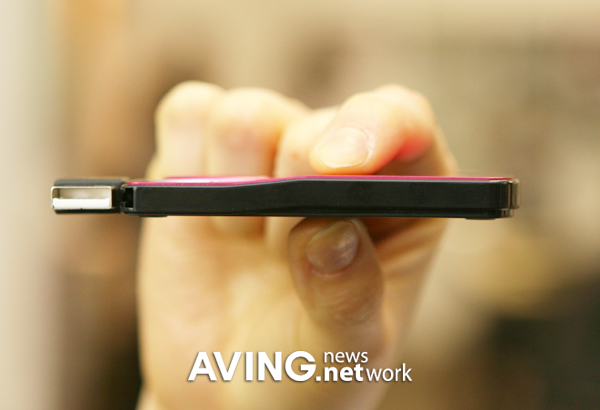 Samsung Presents The Ultra Slim Pink Mouse