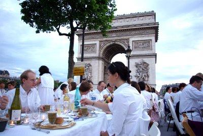 Yummy Links: Secret Open Air Dinner Party