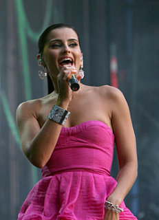 Sugar Bits - Nelly Furtado is Engaged!