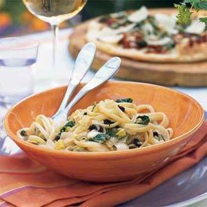 Fast & Easy Dinner: Pasta with Caramelized Onion Trio, Arugula, and Mozzarella