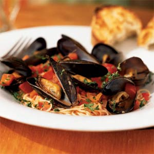 Fast & Easy Dinner: Angel Hair Pasta With Mussels and Red Pepper Sauce