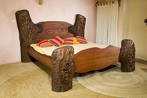 Shetani driftwood  bed