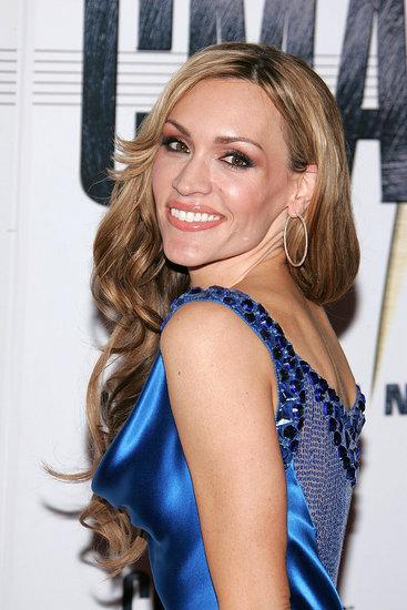 Love It or Hate It? Jennifer Hanson's CMA Look