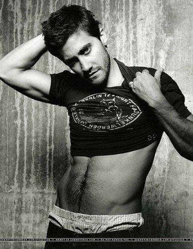 Jake Gyllenhaal is just Gorgeous!