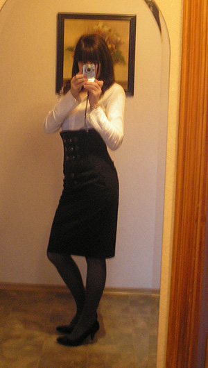 Look of The Day: The High Waist via Skirt
