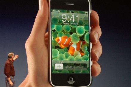 Steve Jobs Announces The iPhone!