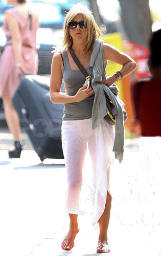 Jennifer Aniston Wearing The Sheer Trend Popsugar Fashion