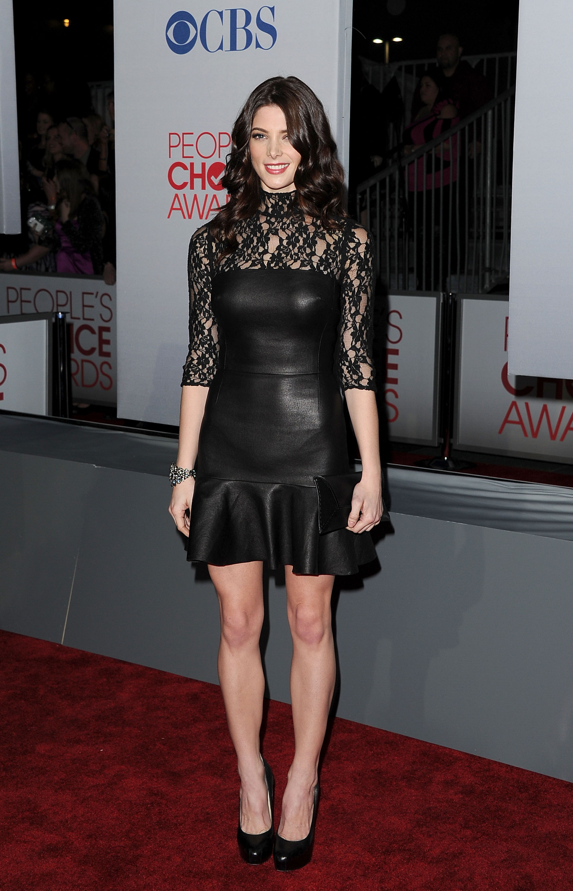 Ashley Greene had long legs on the red carpet at the People's Choice Awards.