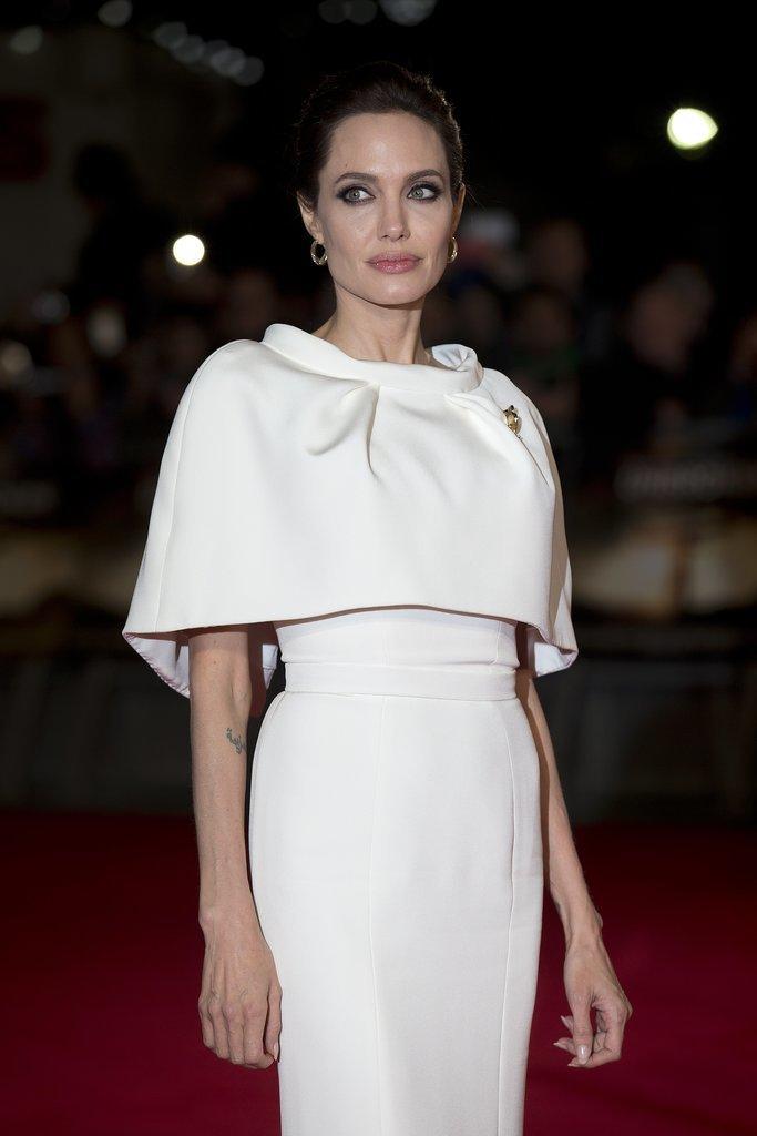 Angelina Jolie opte pour une robe de soirée blanche de Ralph & Russo