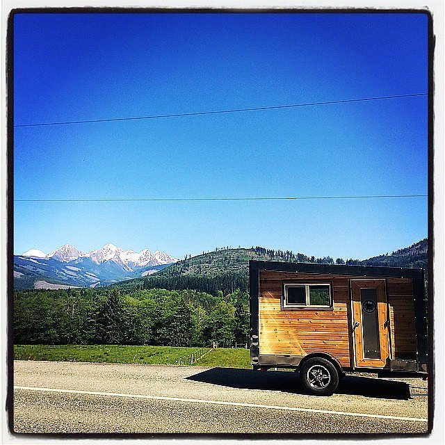 PopsugarLivingSmall Space LivingTips For Living in a Tiny Home5 Things to Know Before Moving Into a Tiny HomeMay 11, 2015 by Beth Buczynski2.1K SharesIf you haven't already noticed, luxury mini mobile homes have proved to be a hot commodity. Although traveling around the country with a few belongings and your loved one sounds like a dream come true, it may not all be rainbows and sunshine sharing 120 square feet with another person. Our friends at Care2 spoke with five tiny-home dwellers who dished on what it's really like to live in such close quarters.Source: Instagram user slow_loris_studioIn recent years, green design and sustainable living communities have become obsessed with tiny homes and small dwelling places.There are scores of blogs and forums dedicated to sharing interesting designs as well as building plans. Countless gallery posts feature stunning images of these adorable abodes, showing us their pristine interiors and smart exteriors. But as my colleague Anna Brones recently asked in a column f - 웹