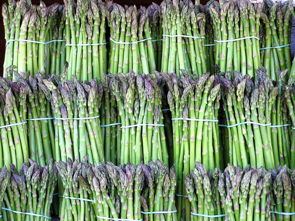 how to cook asparagus in water