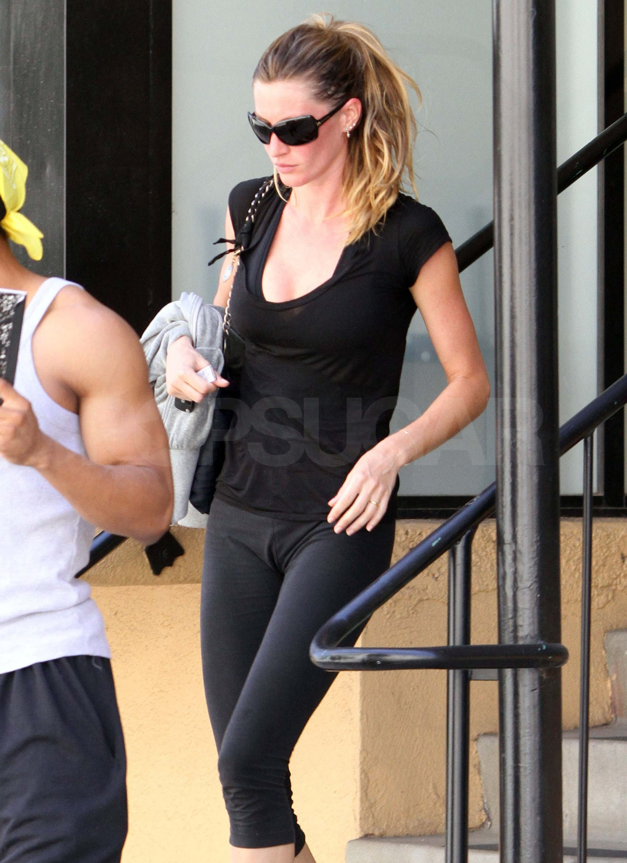 Pictures of Gisele Bundchen In Workout Clothes Leaving Gym ... Gisele Bundchen Workout