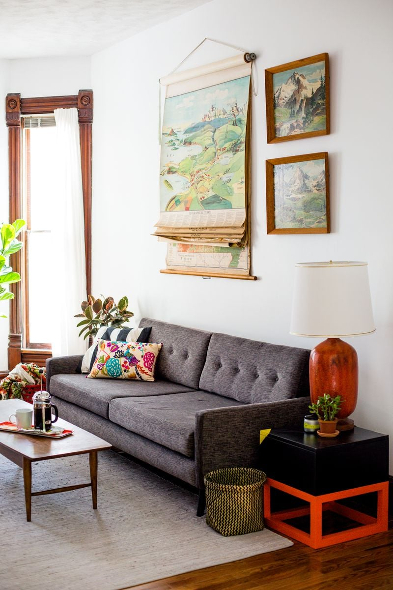 PopsugarLivingShopping GuideHow to Shop For Furniture on CraigslistThe 10 Commandments of Buying Furniture on CraigslistJuly 28, 2016 by Maggie Winterfeldt3.1K SharesChat with us on Facebook Messenger. Learn what's trending across POPSUGAR.When it comes to finding gently used furniture at a great price, there's no better resource than Craigslist. It serves up a vast selection of geographically desirable goods you can search through from the comfort of your computer. All you need to find the perfect piece is a good eye, lots of patience, and a bit of insider know-how. In the end, your extra work pays off not only in money saved, but also in the satisfaction of a room thoughtfully made. Before you log on, read our 10 Craigslist commandments below. Thou Shalt View Gallery ImagesLove at first sight happens in used-furniture shopping just as in romance. Don't waste your time clicking through post after post when you can quickly eliminate all the unattractive oak tables from your coffee table search with a quick gl - 웹