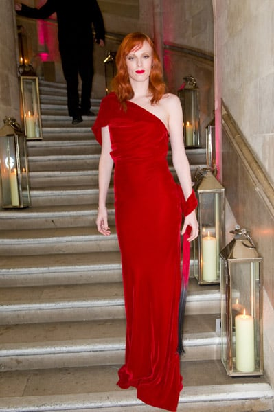 Doesn't she look magnificent in red at the British Fashion Awards?