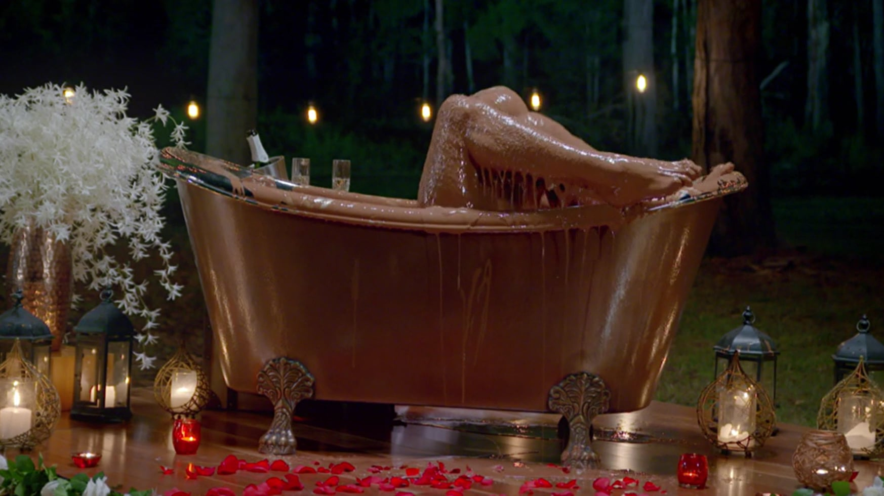 Richie and Alex Chocolate Bath Video The Bachelor Australia ...