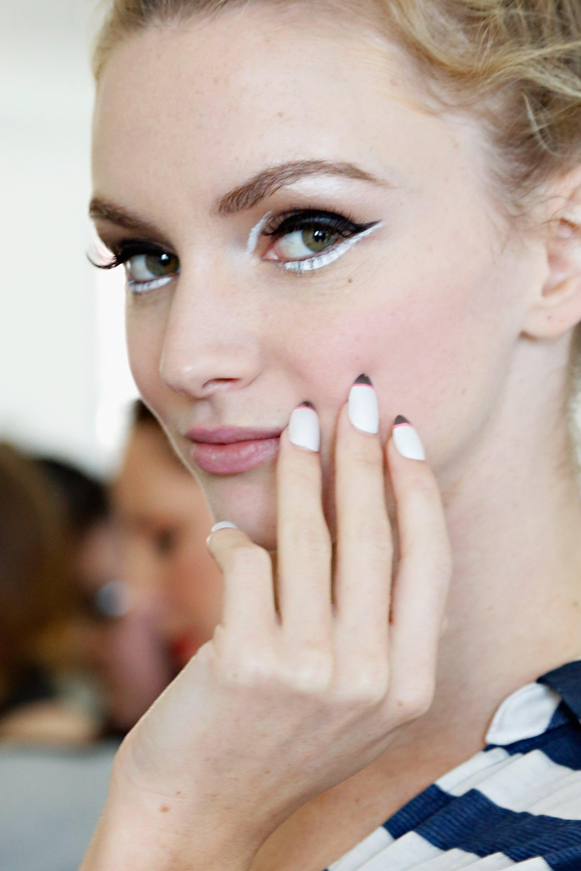 how to wear white eyeshadow